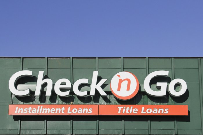 Sign on the outside of a Check 'n Go location