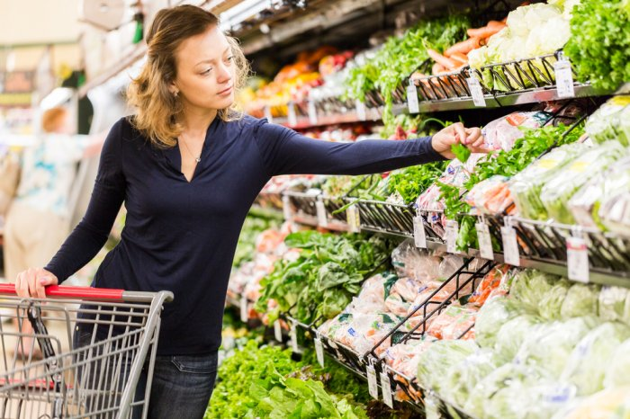Woman shopping for fresh produce at the grocery store
