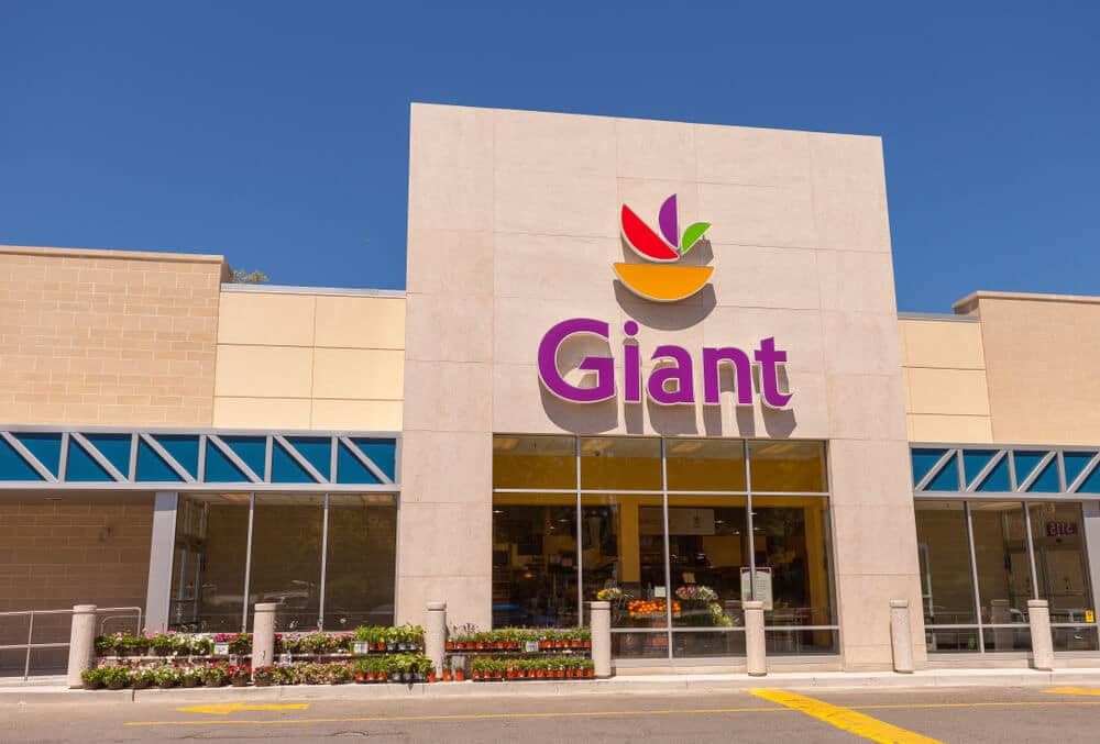 Exterior of a Giant Food store