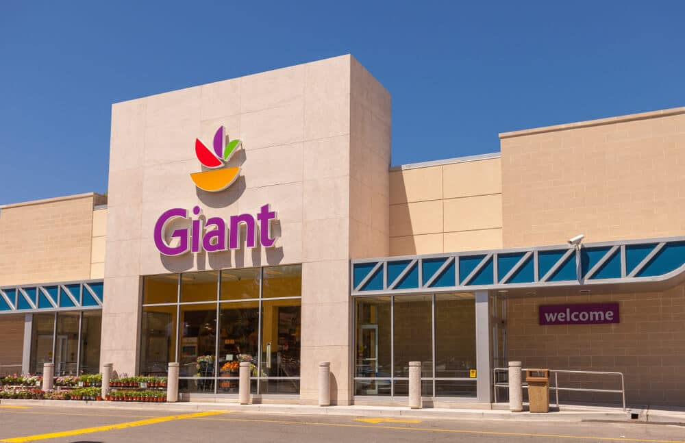 Giant Food storefront