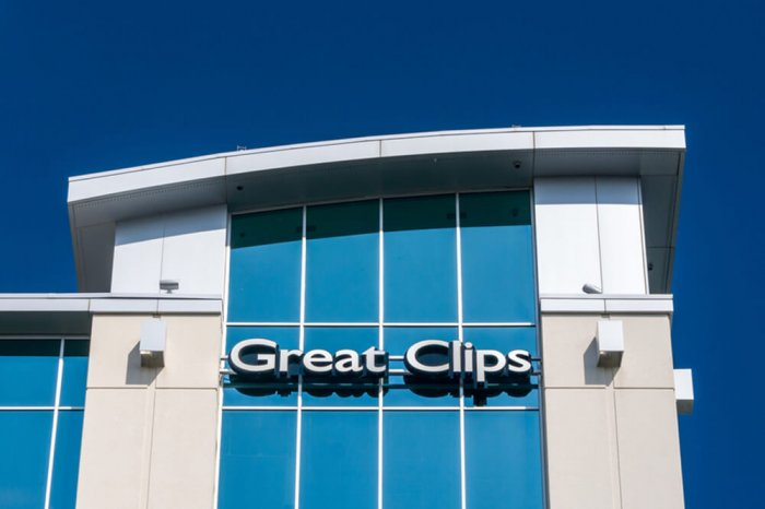 Great Clips sign