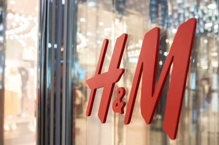 H&M sign on a storefront window