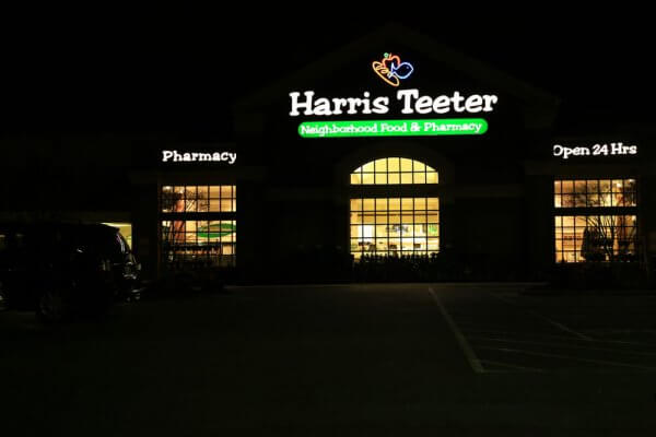 Harris Teeter Check Cashing FAQ: Accepted Check Types, Fees, & Limits