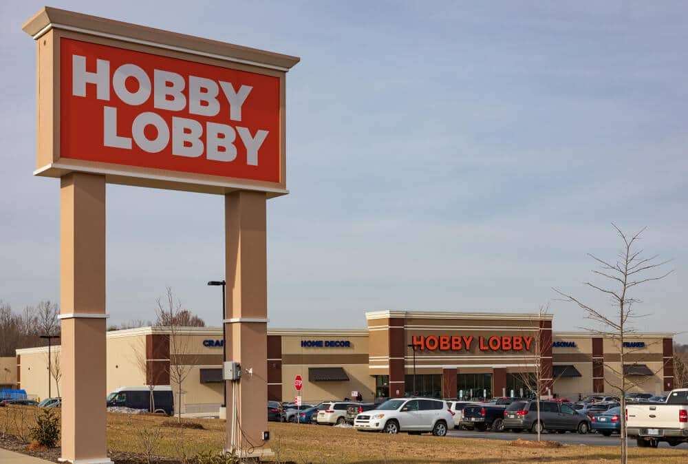 Hobby Lobby sign and storefront
