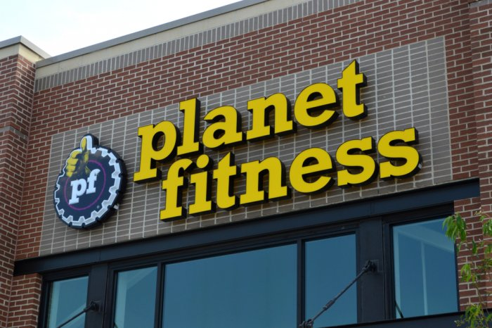 Planet Fitness sign