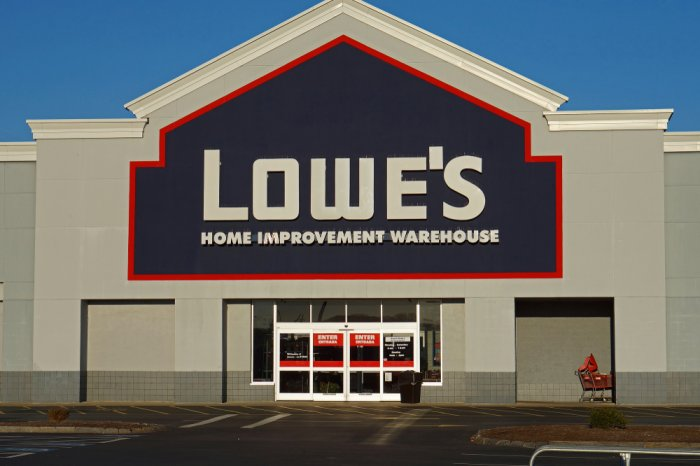 Does Lowe's Take Apple Pay? Lowe's Mobile Payment Policy Detailed