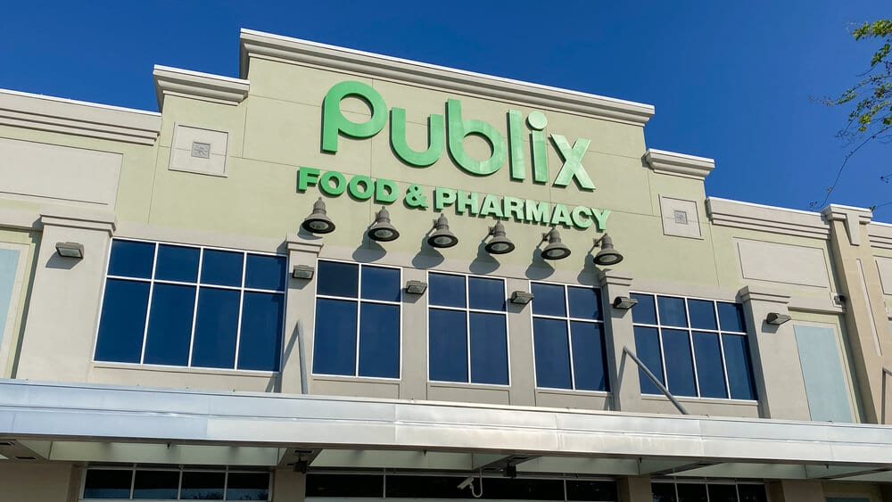 Sign above the front entrance of a Publix store