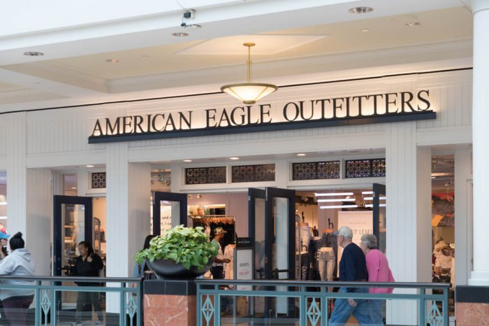American Eagle Outfitters store entry in a mall