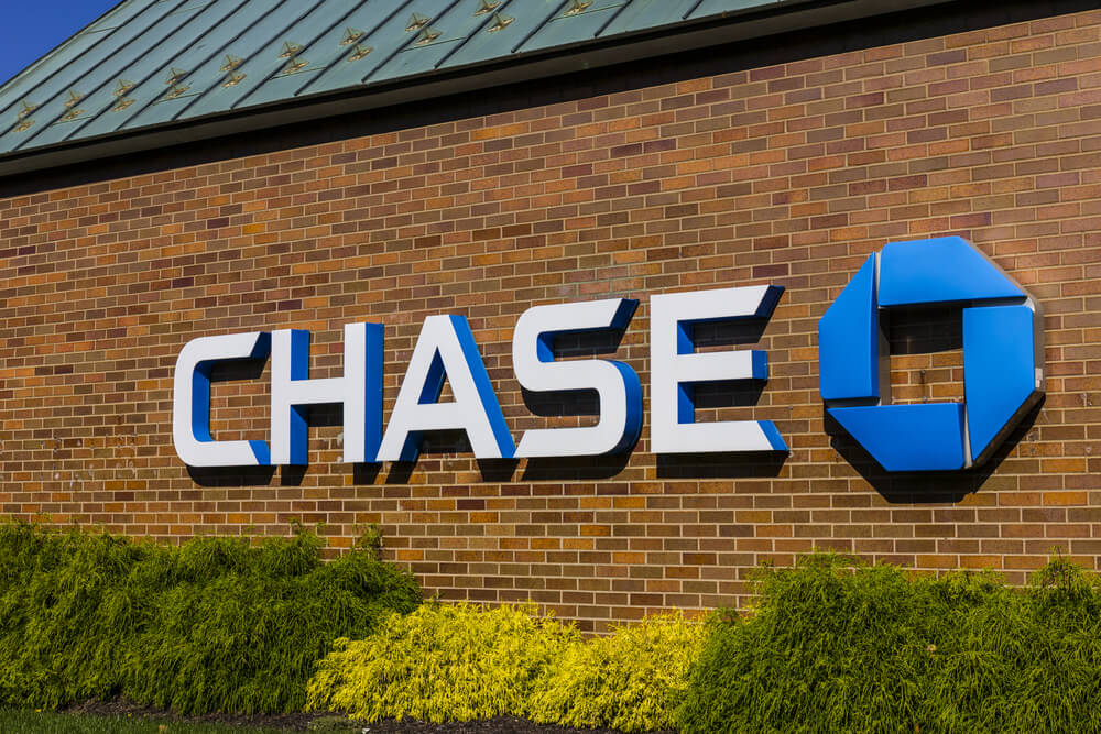 exterior Chase Bank sign