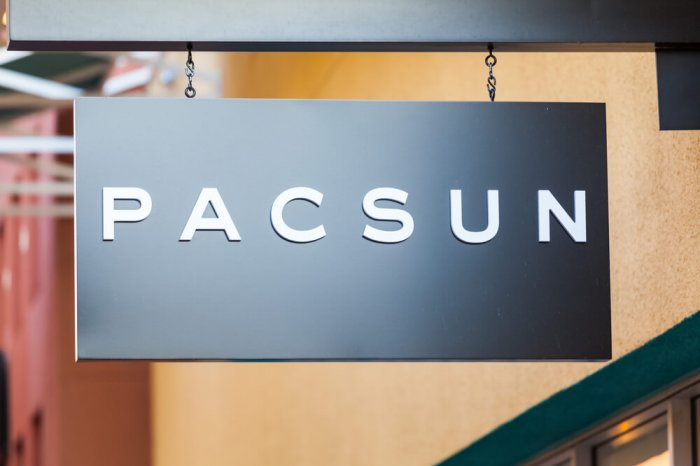 PacSun logo on a sign