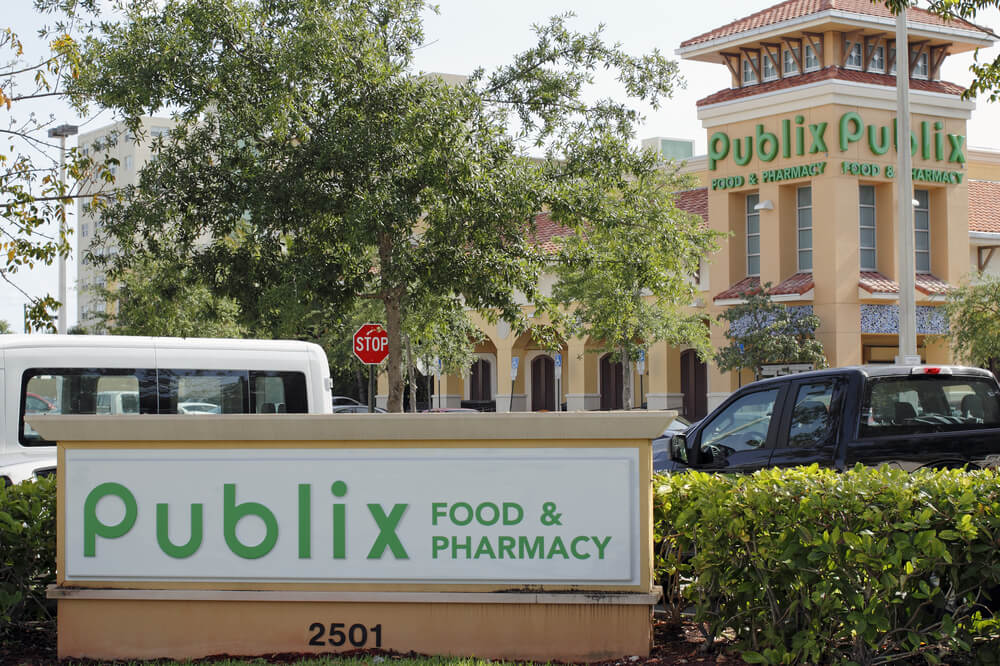 Publix sign and outside of a Publix market