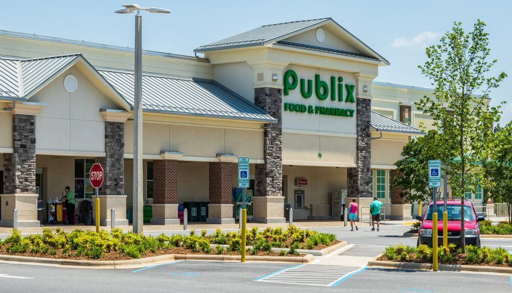 A Publix storefront and parking lot