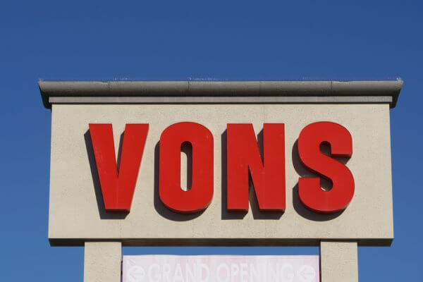 Does Vons Cash Checks? Vons' Check Cashing Policy Explained